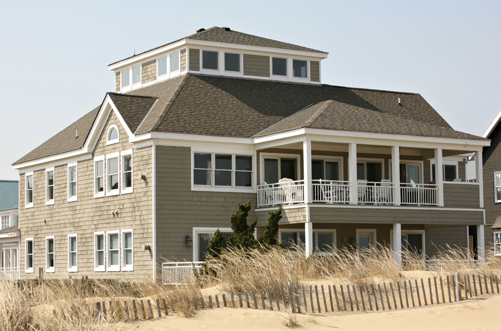 Hamptons-Beach-House-Double-Deck