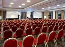 empty-meeting-room